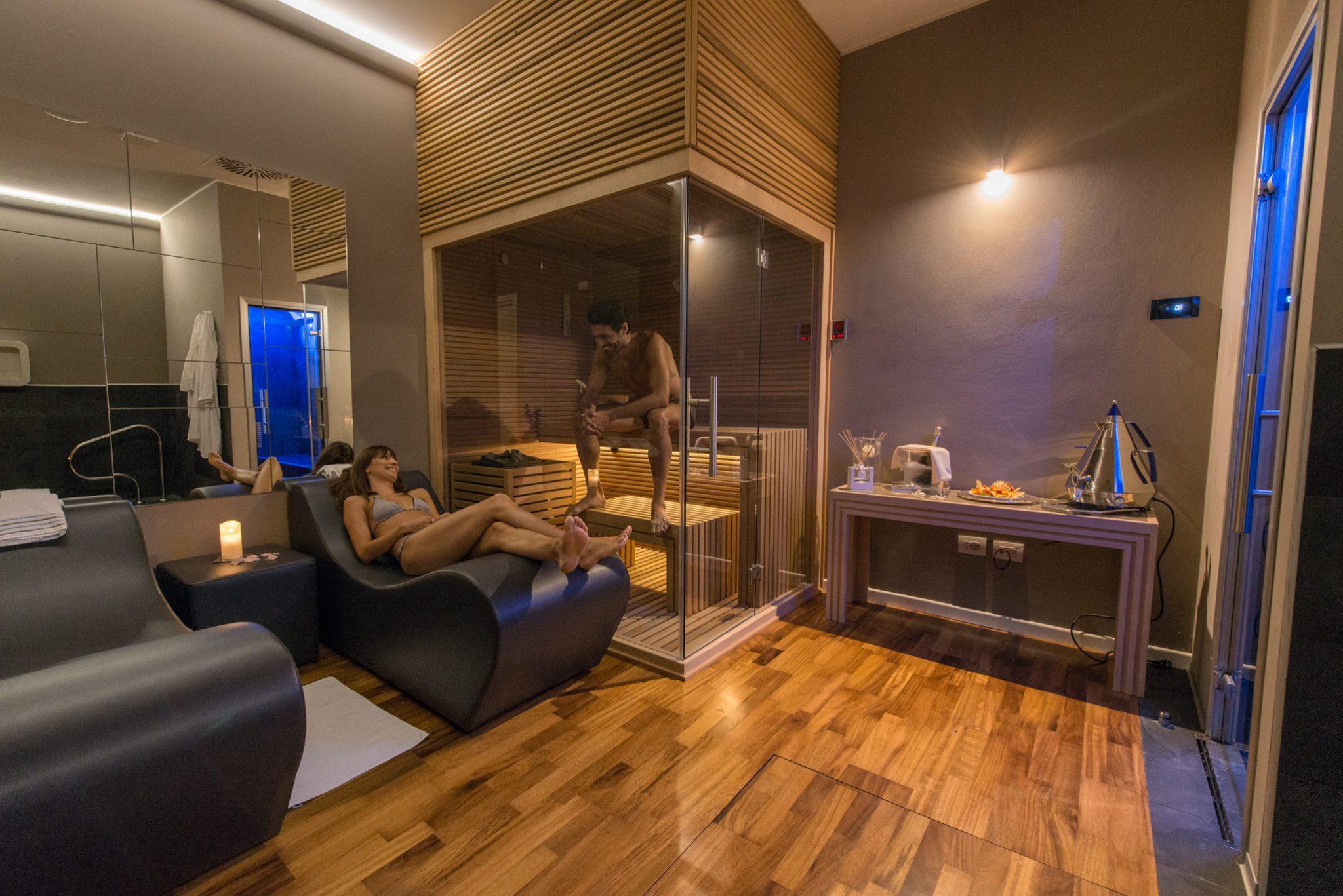 Sauna private spa di coppia realizzazione centri benessere for Arredamento spa e centri benessere